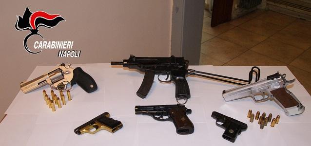 Chiaiano, controlli a tappeto dopo l'agguato: perquisiti edifici, trovate armi e munizioni