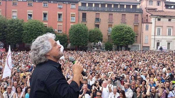 Beppe Grillo propone una tassa per i super ricchi