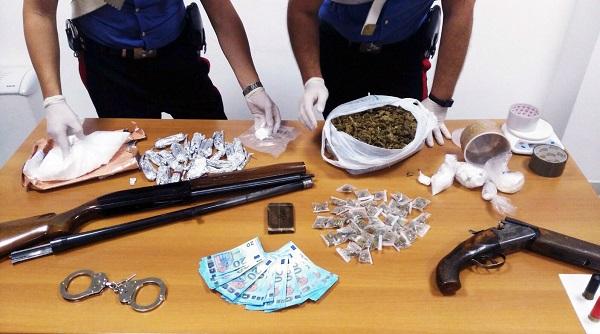 Caivano: sequestrati droga, fucili e soldi falsi
