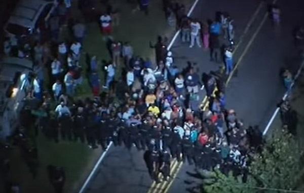 Usa: afroamericano ucciso da polizia, scontri a Charlotte