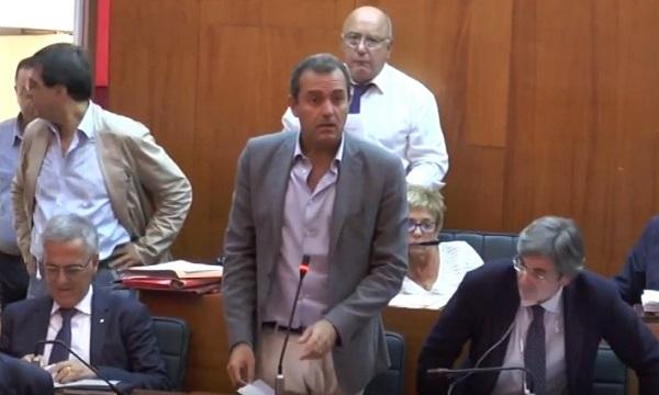 """Disgelo Comune-Governo, de Magistris il primo a chiamare: """"Ma sempre contrari al commissario per Bagnoli"""""""