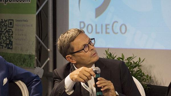 """Rifiuti, il commissario Ue: """"Italia, troppe discariche mal gestite. Assurdo pagare la differenziata"""""""