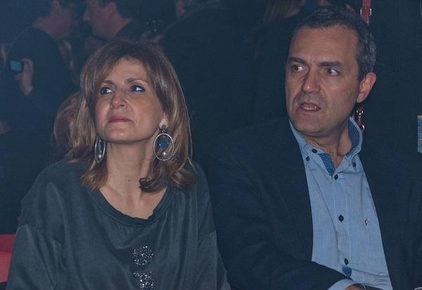 """De Magistris, polemica sulla moglie: """"Insegnerà a Napoli, è favorita"""". Lei: """"Ignorate la legge"""""""