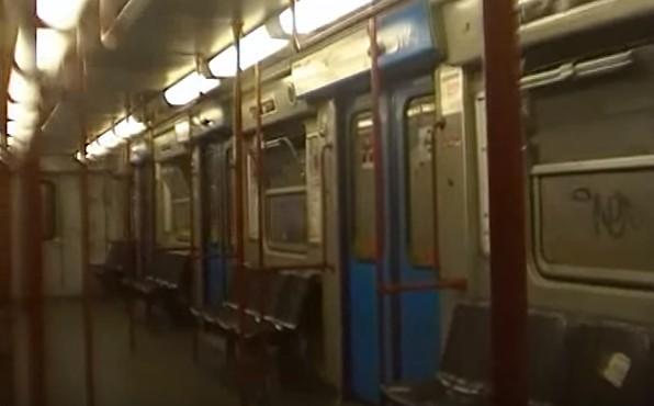 Roma, protesta perché fumano in metro: picchiato a sangue, è grave