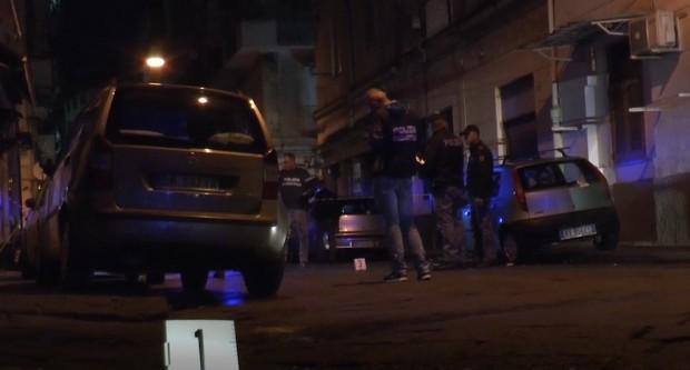 Agguato a Napoli, grave ras dei Mazzarella colpito alle Case Nuove