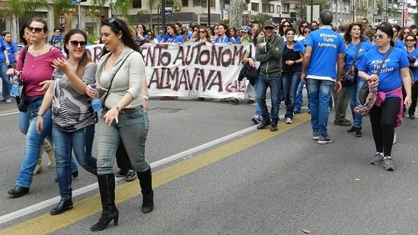 """Almaviva, parlano i lavoratori: """"Schifati da menzogne su di noi, abbiamo subito un ricatto"""""""