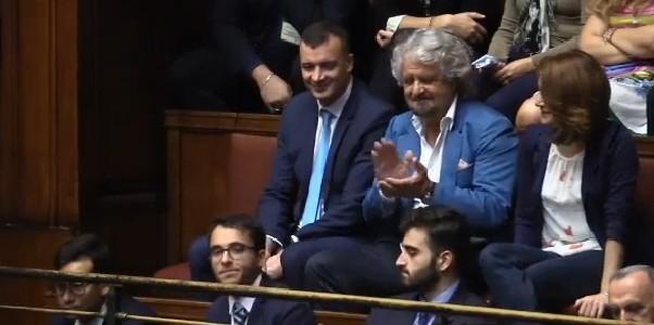 Ddl taglia stipendi, melina Pd prima del referendum: la Camera rinvia in commissione