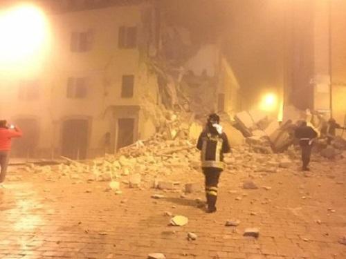 """Nuovo forte sisma nel centro Italia, seconda scossa di 5.9. Sindaco di Ussita: """"Apocalittico"""""""