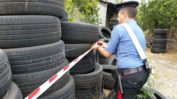 Acerra, sequestrate 15 aziende per smaltimento illecito rifiuti