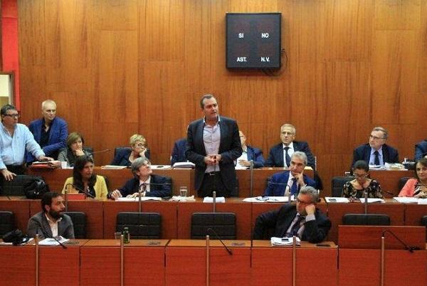 """Napoli Servizi, consiglio approva la delibera """"disobbediente"""" sul trasferimento degli operatori sociali"""
