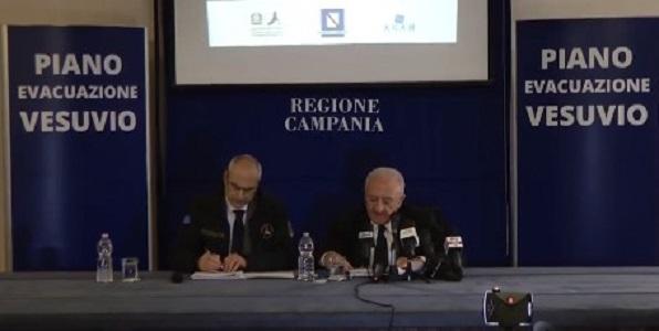 Piano di evacuazione del Vesuvio, tutti i numeri: 672mila residenti trasferiti entro 72 ore