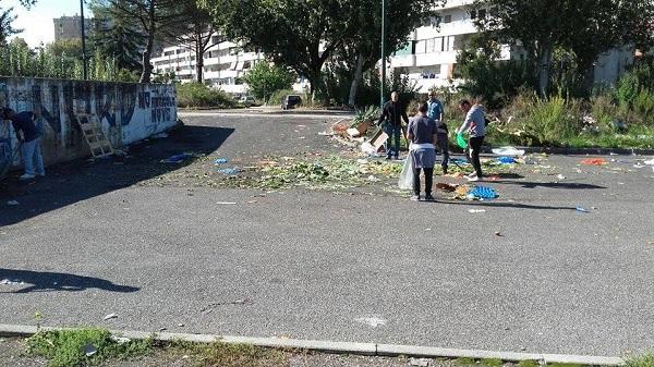 """Lo sciopero a rovescio dei disoccupati, spazi riqualificati a Scampia e Rione Traiano: """"Soluzione lavoro"""""""