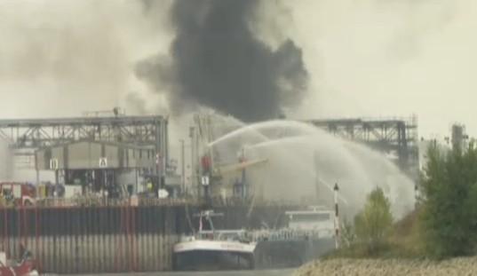 Germania, scoppiano 2 impianti chimici: un morto e 6 feriti, paura nube tossica