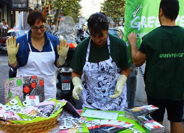 Consumo responsabile di specie ittiche, flash mob di Greenpeace