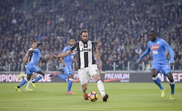 Juventus-Napoli 0-0 al 45′: pochi guizzi, Chiellini ko