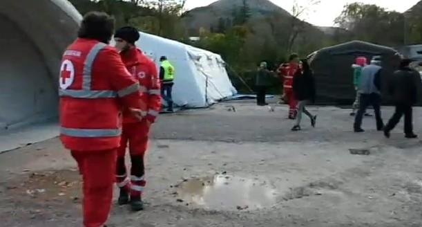 Terremoto Centro Italia, migliaia di sfollati. Oltre 200 repliche
