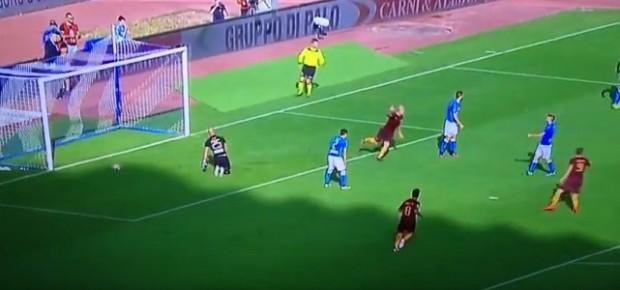 Napoli-Roma 0-1 45′: Koulibaly regala, Dzeko ringrazia
