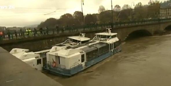 Alluvione in Piemonte, c'è un disperso. Allarme al nord per i fiumi in piena