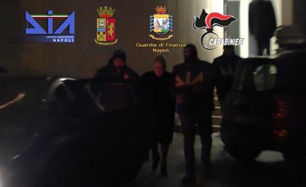 Blitz contro il clan Mallardo, arresti e sequestri: presi la moglie del boss ed imprenditori