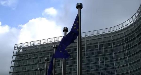 """Manovra, arrivano le bacchettate Ue: """"L'Italia potrebbe violare il patto"""""""