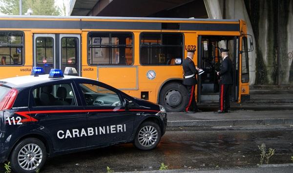 Piscinola, uomo pestato sull'autobus dal branco: 2 presi subito dopo in cornetteria a Chiaiano