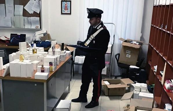 Palma Campania, bus pieno di cosmetici con marchio falso: autista arrestato per tentata corruzione