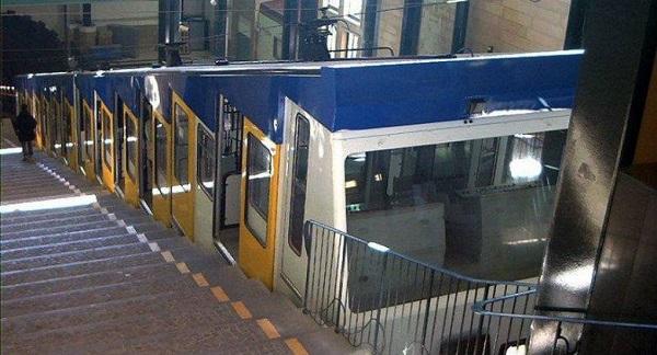 Napoli, treno non sanificato: chiusa funicolare di Chiaia