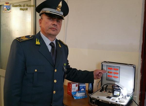 Napoli, frode in commercio: sequestrate oltre 17mila lampadine cinesi