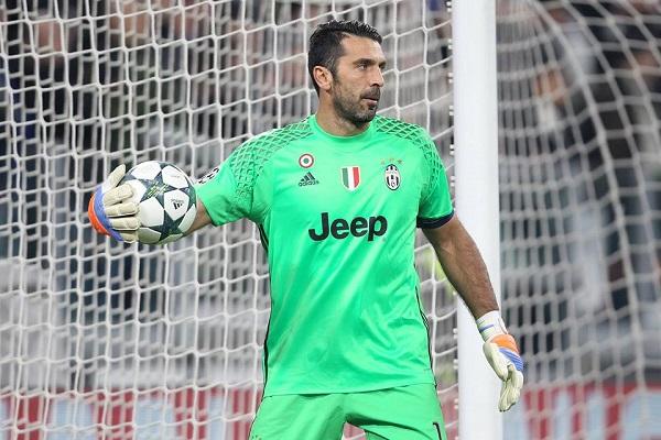 """Bufera Buffon dopo il Napoli: """"Vinciamo perché si scansano"""". Ma la Juventus smentisce"""