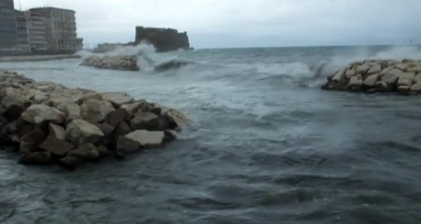 Allerta meteo in Campania, torna il forte vento