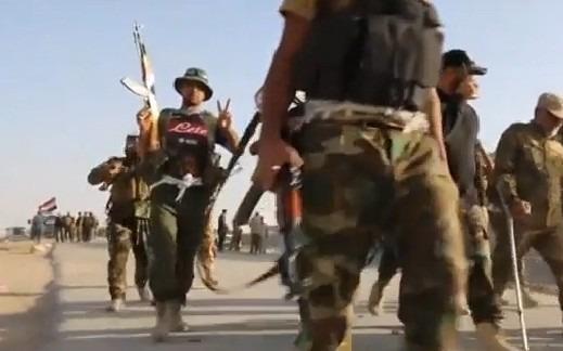 L'esercito iracheno entra a Mosul, soldato si fa riprendere con la maglia del Napoli