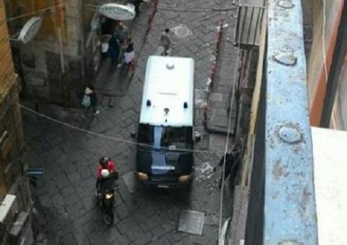 Napoli Sociale, protestano gli ex lavoratori: occupata la sede