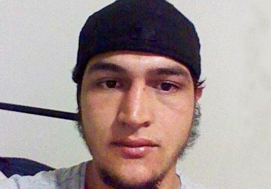 """Strage Berlino, rilasciati i 4 fermati. Caccia ad Amri, il fratello: """"Si è radicalizzato in Italia"""""""