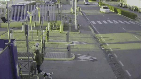 Napoli, finge di fare jogging per rubare nel parcheggio dell'aeroporto: denunciato
