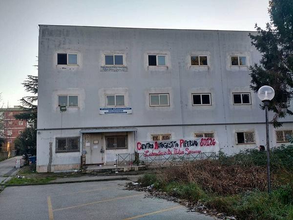 Soccavo, occupata ex caserma dei vigili urbani: nasce centro sociale