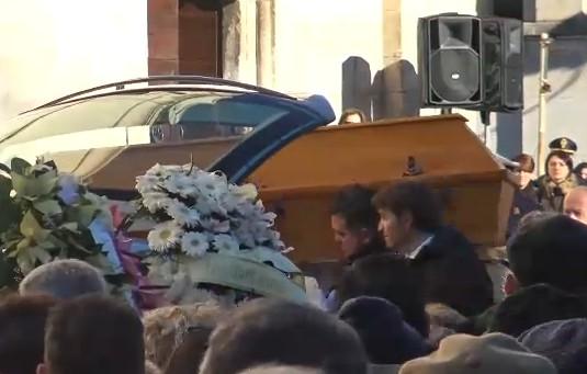 """Sulmona, l'estremo saluto a Fabrizia Di Lorenzo: """"Via dalla sua terra senza speranza per i giovani"""""""