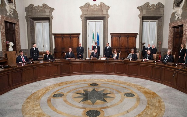 Il governo renziano di Gentiloni: oggi fiducia alla Camera, al Senato c'è da recuperare Verdini
