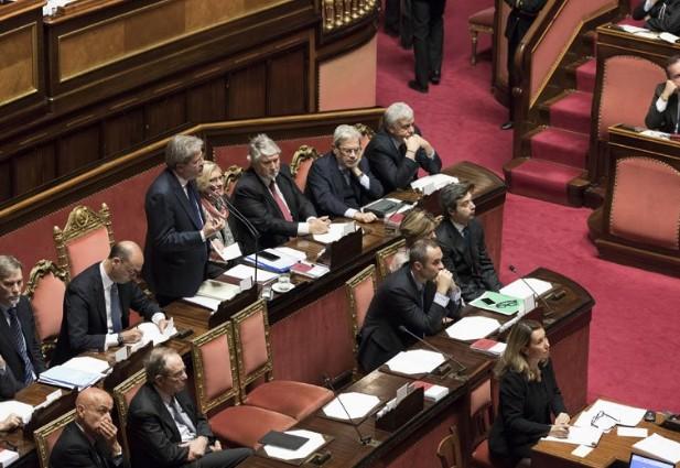 """Il governo Genticloni cerca la fiducia al Senato che voleva abolire: """"Completeremo eccezionali riforme"""""""