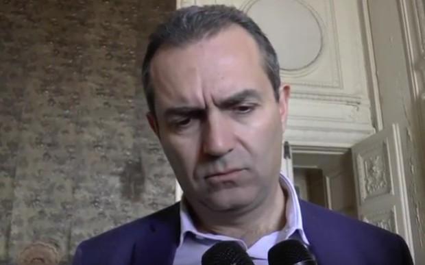 """De Magistris replica agli attacchi: """"Non sto né con i razzisti né con i violenti, ma con la mia città"""""""