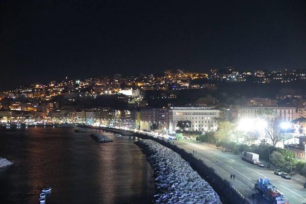 Napoli, 16enne ferito da coltellata sul lungomare