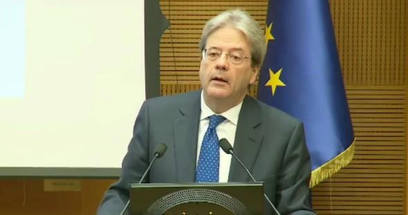 """Governo, a Gentiloni la batosta non serve: """"Non cancello lavoro di Renzi"""""""