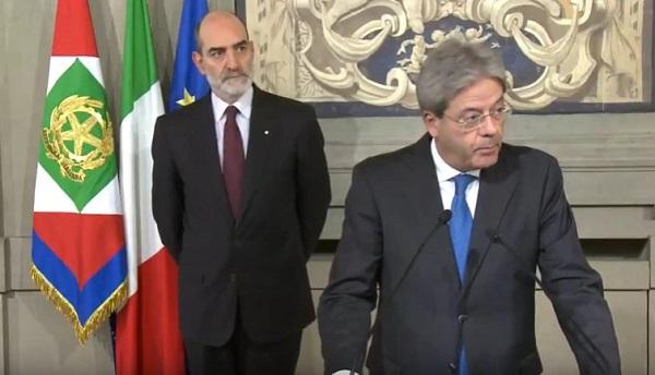 Governo, Gentiloni accetta incarico con riserva: sarà un Renzi bis camuffato