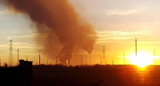 """Esplode raffineria Eni nel Pavese, non ci sono feriti: """"Restate in casa"""""""