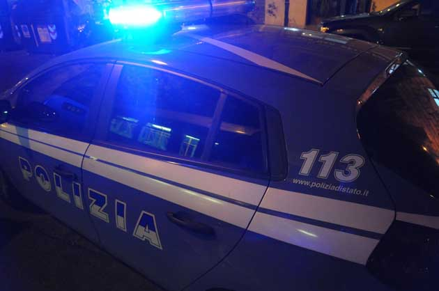 Napoli, agguato al rione Sanità: figlio fa da scudo al padre, entrambi feriti