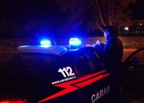 Marcianise, tentano di forzare porta bar: un arresto