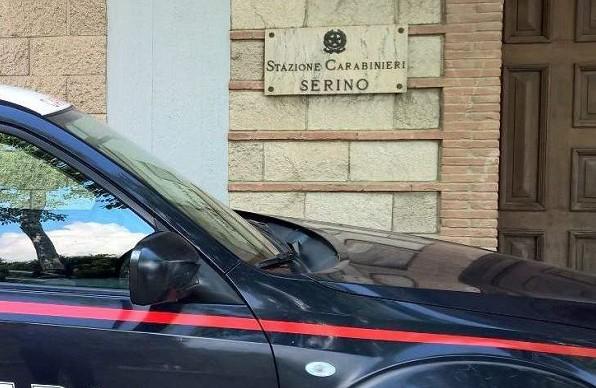 """""""Dammi un euro per il vino o ti accoltello"""": aggredisce conoscente a Serino, 17enne arrestato"""