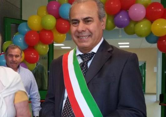 Torre del Greco, accusa di corruzione: arrestato il sindaco Borriello