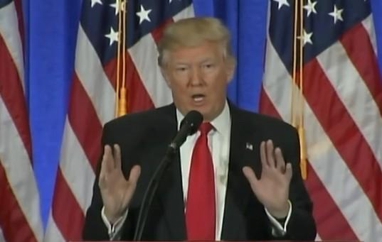 """Usa, la vendetta di Comey: """"Trump mi chiese di insabbiare il Russiagate"""""""