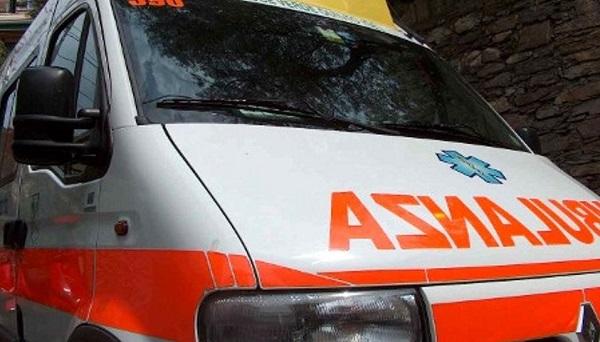 Roma, auto sbanda e si schianta contro albero: morti 4 giovanissimi