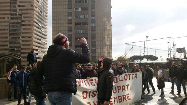 """Napoli, disoccupati in piazza: """"Regione e Comune ci diano risposte concrete"""""""